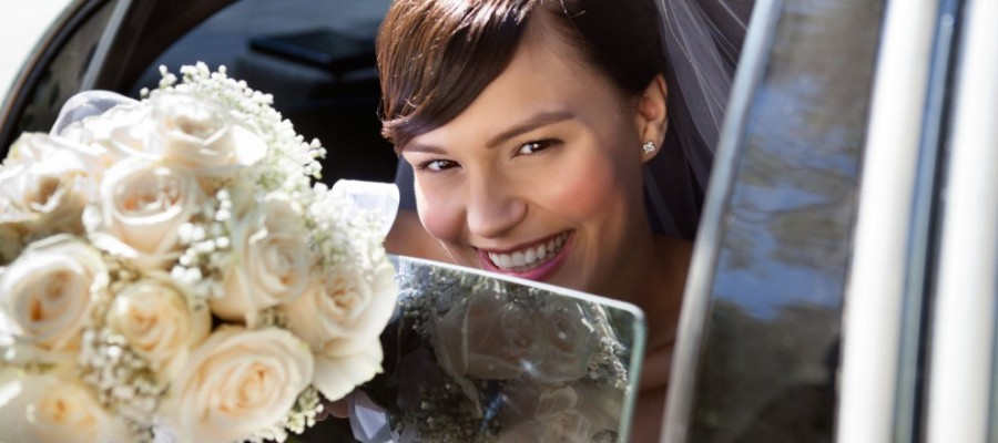 bride-arriving-in-car